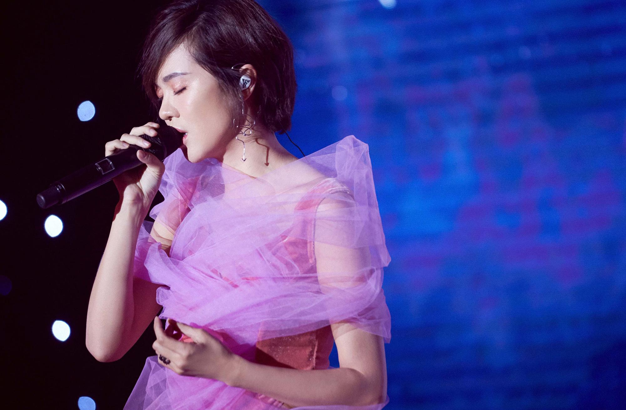 郁可唯签约华研国际音 期待唱出更多经典